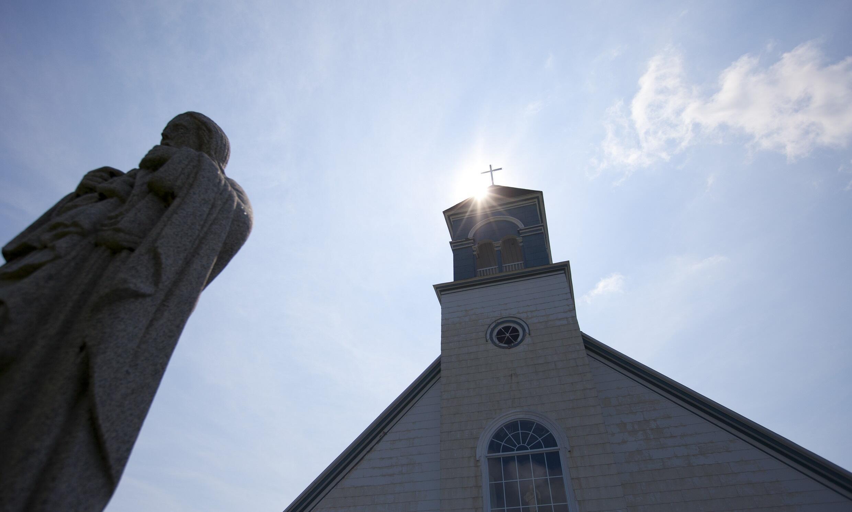 L'église du village de Sainte-Cécile-de-Whitton, dans la province de Québec au Canada.