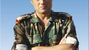 Manaf Tlas, ex-mão direita de Bashar al-Assad, está a caminho de Paris.