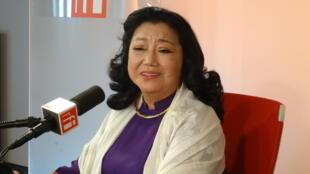 Nghệ sĩ Kim Cương trả lời phỏng vấn tại phòng thâu của RFI ngày 20/06/2016.