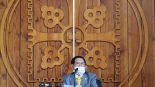 Lee Man-hee, chef de l'Église Shincheonji de Jésus, prend la parole lors d'une conférence de presse dans une installation de l'église de Gapyeong le 2 mars 2020.