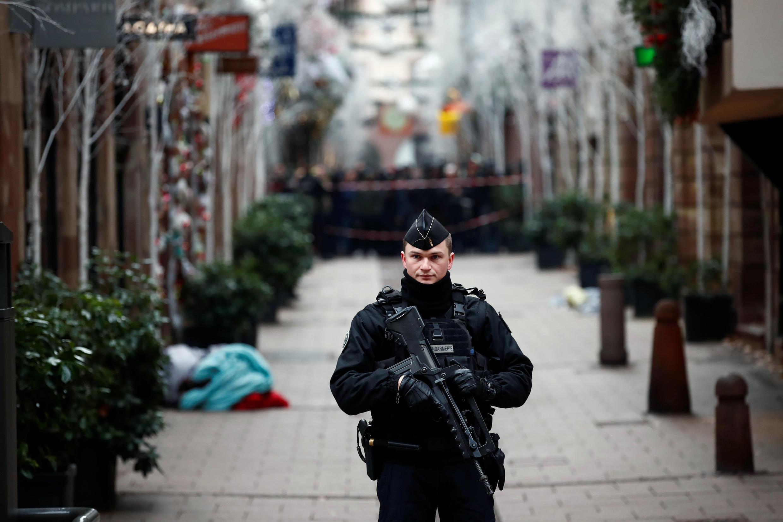 Dans le centre de Strasbourg, la police patrouille ce mercredi 12 décembre.