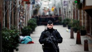 По решению правительства Франции в стране введен специальный режим террористической угрозы