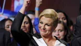Bà Kolinda Grabar-Kitarovic ứng viên đối lập đảng HDZ mừng thắng cử tổng thống Croatia  tại  Zagreb, ngày 11/01/2015.