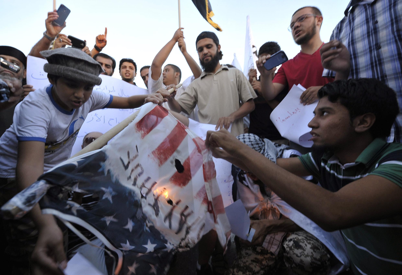 Libios manifestando contra la captura de Abu Anas al Libi por Estados Unidos, este 7 de octubre en Bengasi, Libia.
