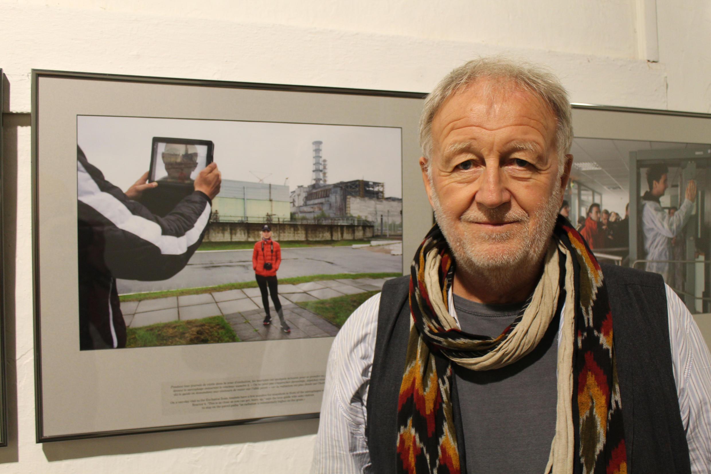 Gerd Ludwig et l'une de ses photos en septembre 2015 à Visa pour l'Image.