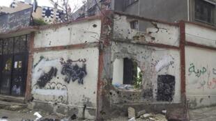 Casa destruída em um bairro de Homs, no centro da Síria.