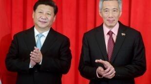 中国主席习近平与新加坡总理李显龙  2015年11月07日新加坡  图片 路透社