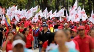馬杜羅的支持者在加拉加斯舉行集會