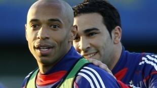 Thierry Henry y Adil Rami, del seleccionado francés, se entrenaron en Clairfontaine, el 2 de marzo.