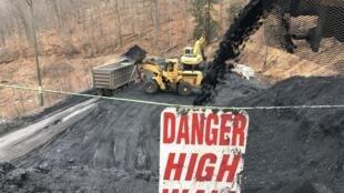 A l'extérieur de la mine de charbon de War (Virginie occidentale, États-Unis).