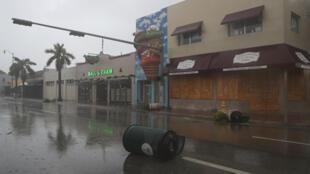 Ruas desertadas na Flórida antes da chegada de Irma, 10 de Setembro de 2017.