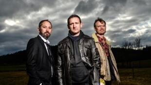 Photographie des musiciens du groupe Amphitryo : Sylvain Felix, Pierre Baldy-Moulinier et Nicolas Frache.