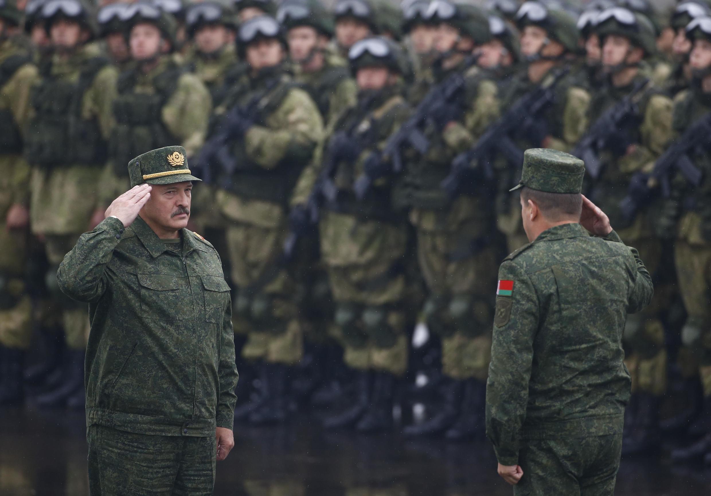 Александр Лукашенко на белорусско-российских военных учениях «Запад-2017» неподалеку от города Борисов, 20 сентября 2017.