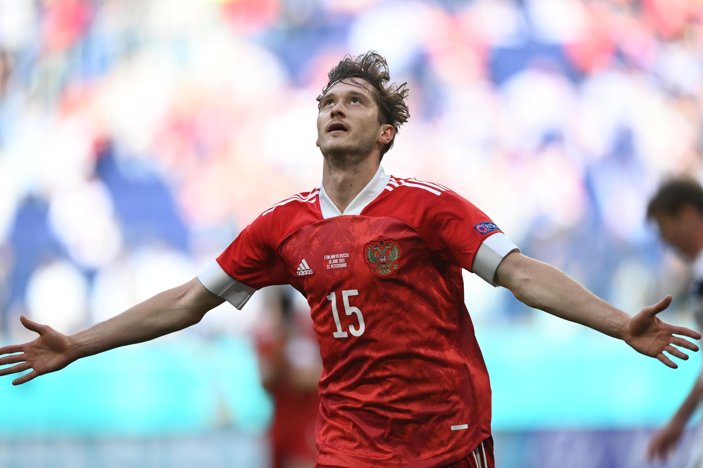 L'attaquant russe Aleksey Miranchuk célèbre son but contre la Finlande à l'Euro le 16 juin 2021 à Saint-Pétersbourg