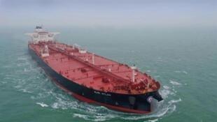 图为国际油船Almi Atlas海航中