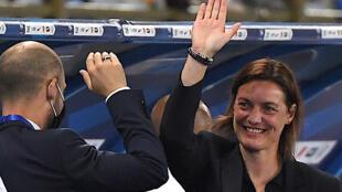 La sélectionneuse des Bleues, Corinne Diacre, fête la victoire de son équipe après le match amical contre l'Allemagne, à Strasbourg, le 10 juin 2021
