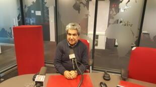 نعمت میرزازاده (م. آزرم)، شاعر و نویسندۀ ایرانی