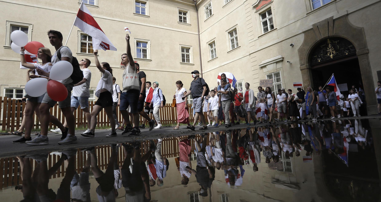 Manifestantes voltam às ruas para protestar contra reeleição de Loukachenko