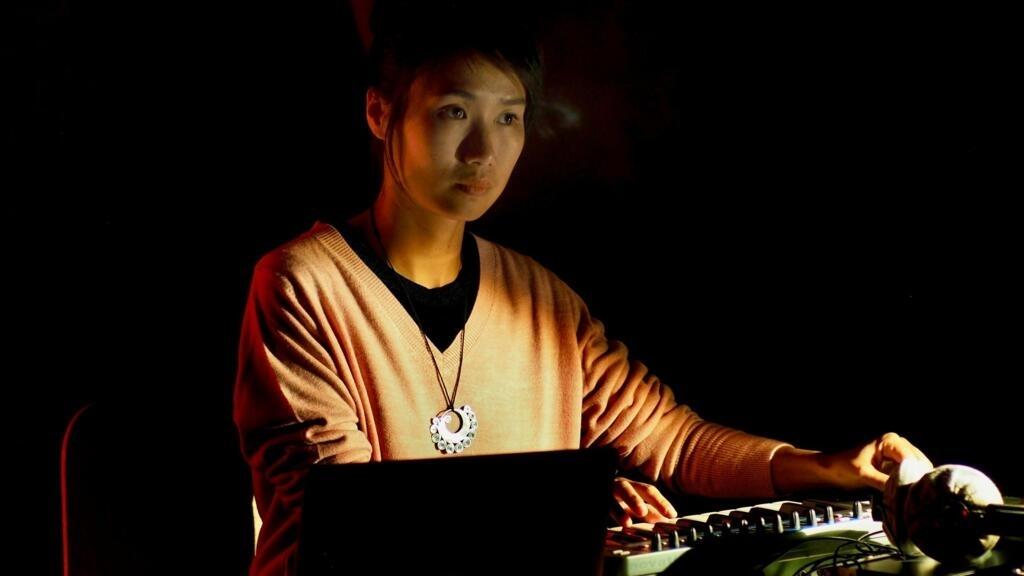 Lương Huệ Trinh, âm nhạc Xa Xôi – âm nhạc Gần