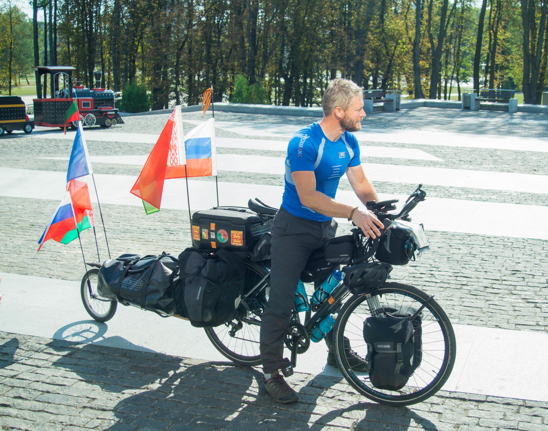 Жонас Берто в Минске — оставновка велопробега юбилея авиаполка «Нормандия — Неман»