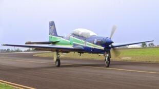 Un Tucano de la patrouille acrobatique des Forces armées brésiliennes (FAB), l'escadrille de la fumée.