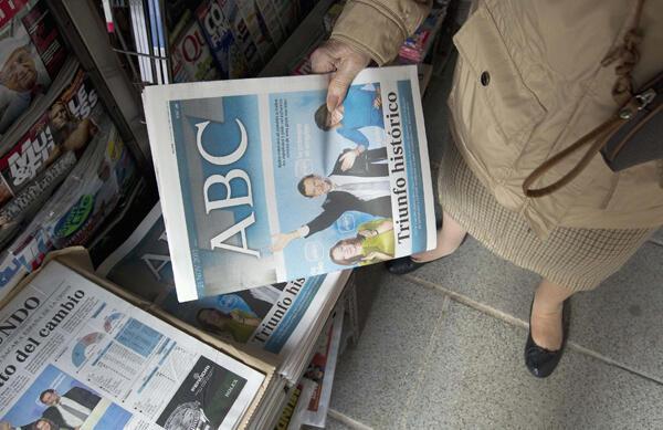 Los diarios españoles destacan en sus portadas la histórica victoria de la derecha en las elecciones del 20 de noviembre de 2011.