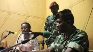 Le général Godefroid Niyombaré adressant un message depuis la RPA, le 13 mai au soir.