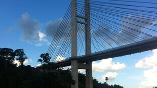 Ponte sobre o Oiapoque, após a conclusão das obras, em 2011