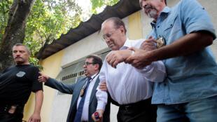 Transferência do deputado Paulo Maluf (PP-SP) da carceragem da Polícia Federal em São Paulo para uma cela da PF em Brasília.