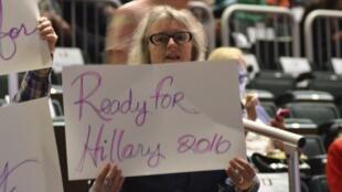 Une supportrice d'Hillary Clinton, membre du mouvement «Prêts pour Hillary».