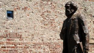 為紀念馬克思誕辰200周年,中國向其家鄉捐贈銅像 2018年5月5日