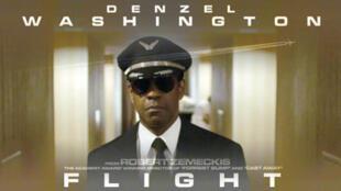 Affiche de «Flight», le dernier film de Robert Zemeckis joué par l'acteur américain Denzel Wahington.