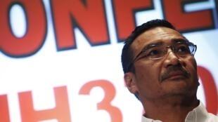 Министр транспорта Малайзии во время пресс-конференции 16 марта 2014.