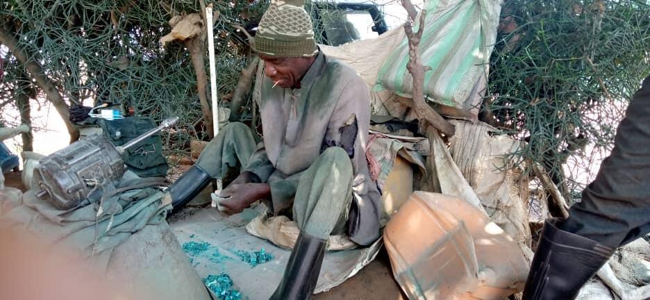 RDC: les artisans tailleurs de pierre de malachite risquent de disparaître