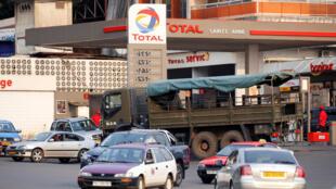 Une station Total à Libreville: beaucoup de Maliens ont migré vers le Gabon, ancien eldorado pétrolier du Golfe de Guinée (illustration).