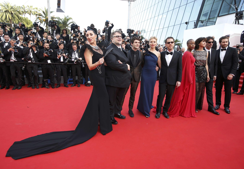 Члены жюри фестиваля: несравненная Росси да Пальма в платье с шлейфом
