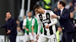 A droite : le coach Massimiliano Allegri et Cristiano Ronaldo (Juventus Turin), le 20 avril 2019, lors du match contre la Fiorentina.