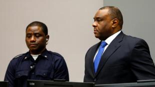 A la lecture de la peine, Jean-Pierre Bemba (d) est resté sans réaction. La Haye, le 21 juin 2016.