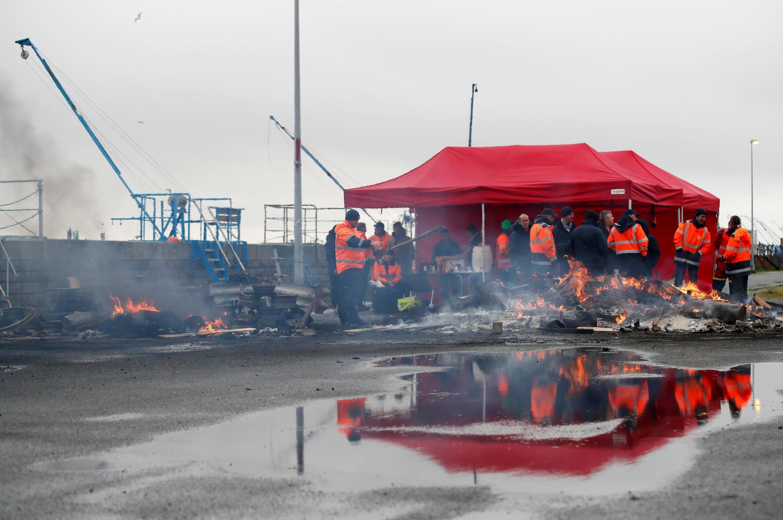 Бастующие докеры в порту Сен-Назера, 13 января 2020 года