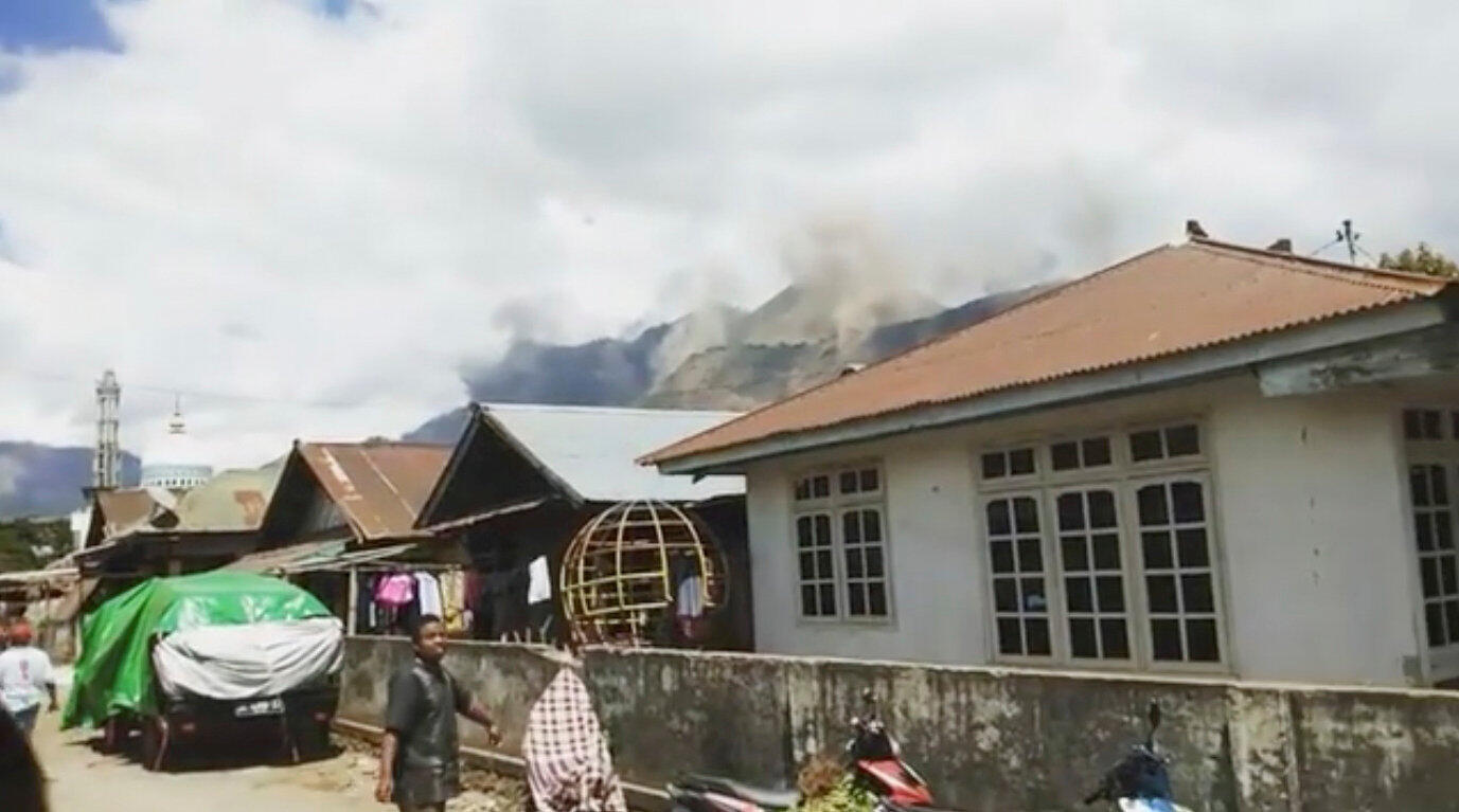 Dust and mudslides during the second earthquake in Lombok on 19 August