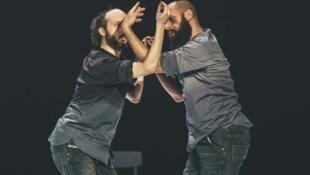 Extrait du spectacle de danse Fractus V du chorégraphe Sidi Larbi Cherkaoui, présenté à la Maison de la Danse de Lyon.