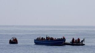 Sauvetage de migrants au large de Lampedusa, le 8 mai 2015.