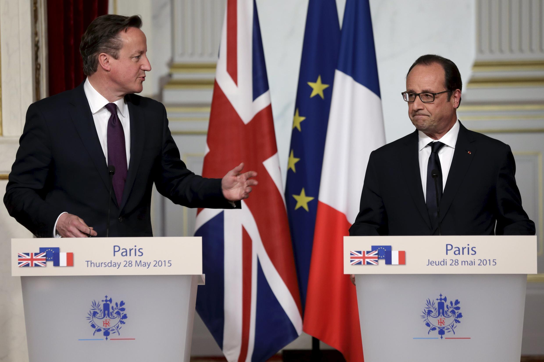O premiê britânico David Cameron (e) se encontrou com o presidente francês François Hollande para discutir reformas na União Europeia.