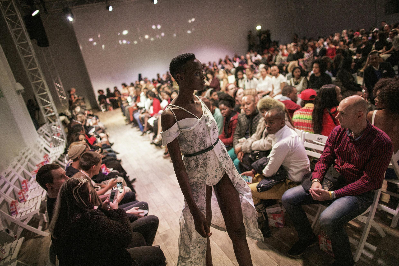 Lors d'un défilé de la South African Fashion Week, le 7 avril 2016.