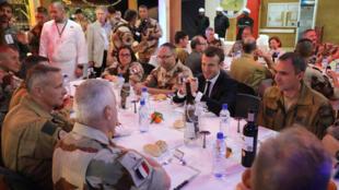 Shugaban Faransa Emmanuel Macron tare da dakarun kasar a Jamhuriyar Nijar