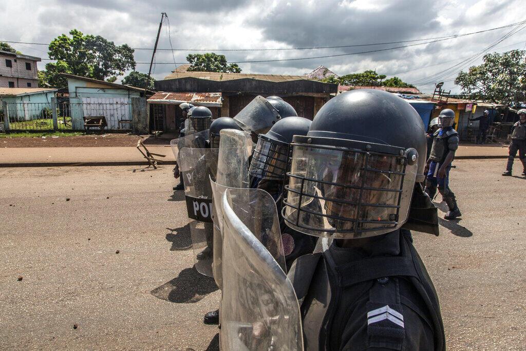 La police guinéenne déployée à Conakry, le 21 octobre 2020.