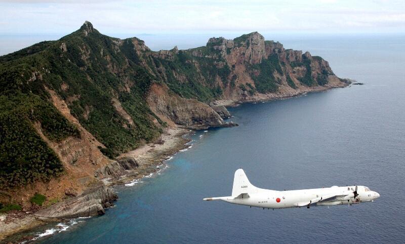 Vùng biển quần đảo Senkaku luôn bị tàu Trung Quốc thâm nhập. Cảnh máy bay tuần tra Nhật giám sát tình hình.