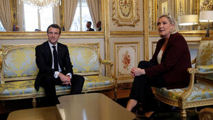 O presidente francês Emmanuel Macron recebeu Marine Le Pen no Palácio do Eliseu, em 6 de fevereiro de 2019.
