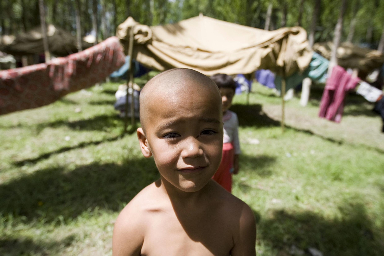 16 июня 2010 г. Кара-Су (Узбекистан, неподалеку от киргизской границы). Ребенок в лагере киргизских узбеков-беженцев.