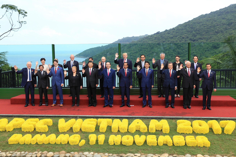 圖為越南舉行的2017年亞太經合峰會全家福照